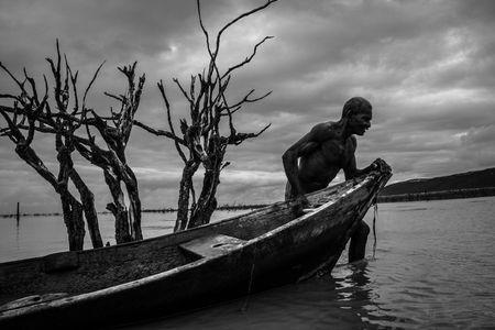 Nas águas da ilusão  Photo by Elias Braga -- National Geographic Your Shot