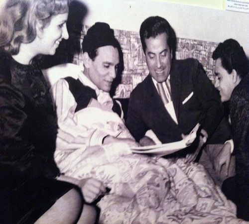 In Photos Life Of Egyptian Singer Abdel Halim Hafez Music Arts Culture Old People Love Egyptian Movies Arab Celebrities