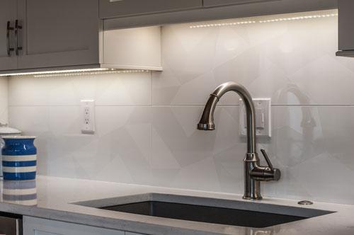 Big Tiles For Back Splash Google Search White Tile Kitchen Backsplash Mosaic Tile Backsplash Kitchen Large Tile