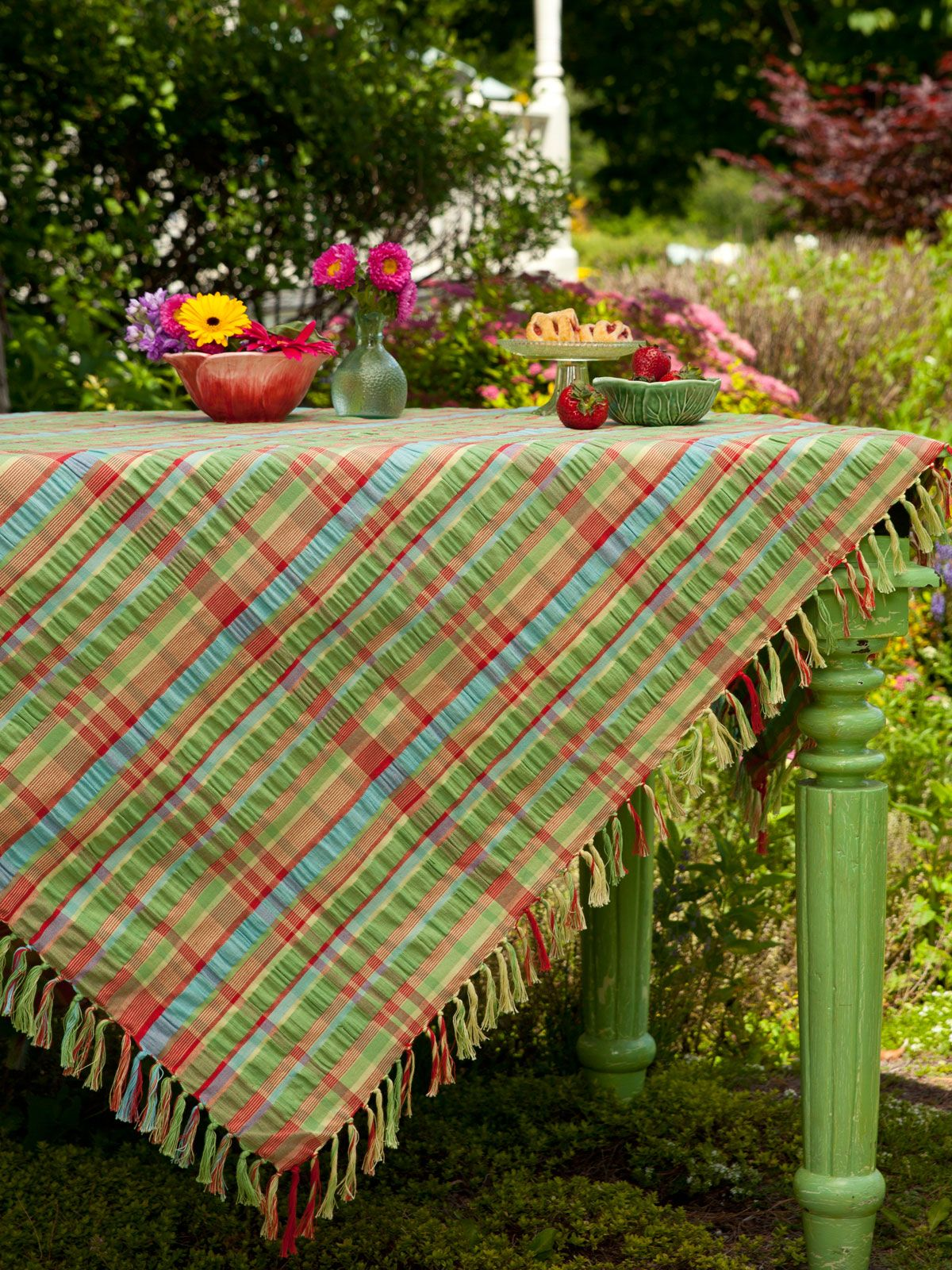 Does Anything Say Summertime More Than A Cool Cotton Seersucker Table  Setting? Slice Up That