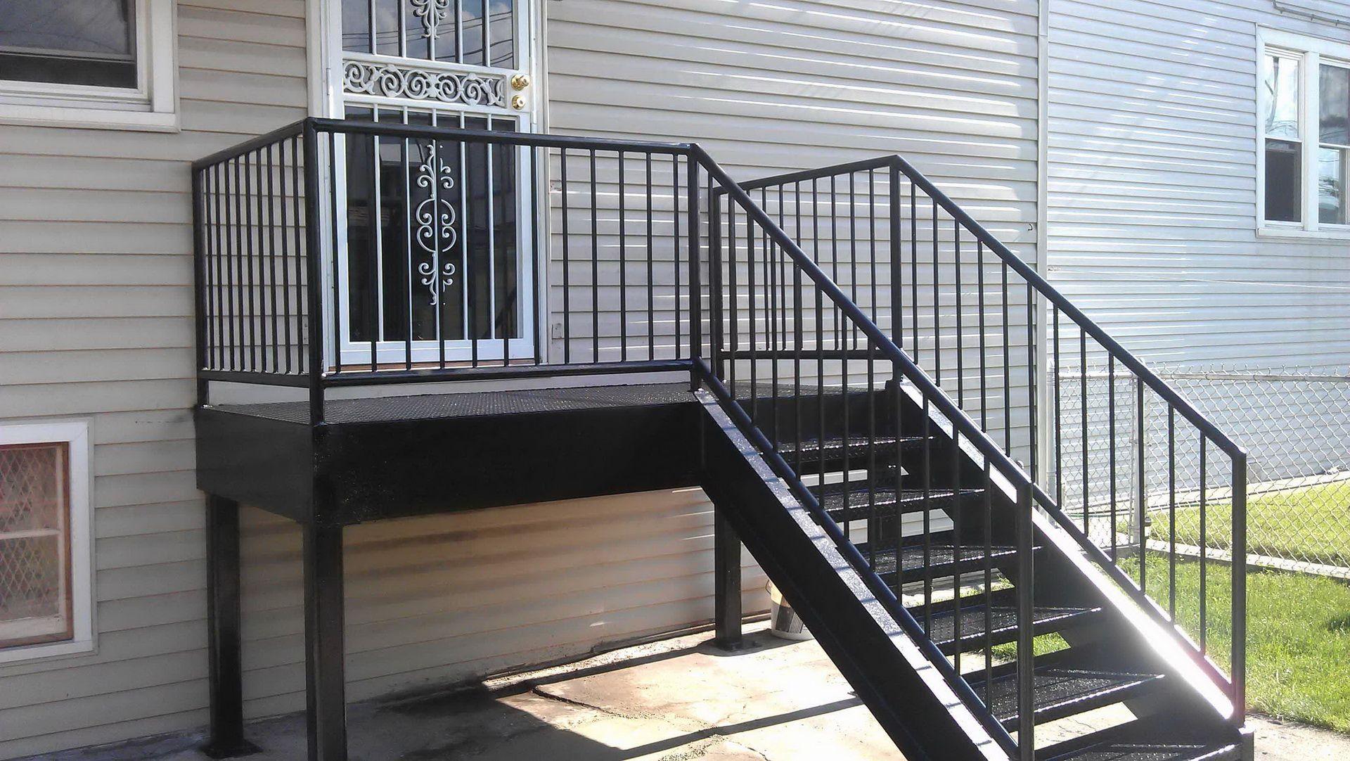 Terrasse Surélevée En Acier escalier en acier et bois extérieur, la modernité à votre