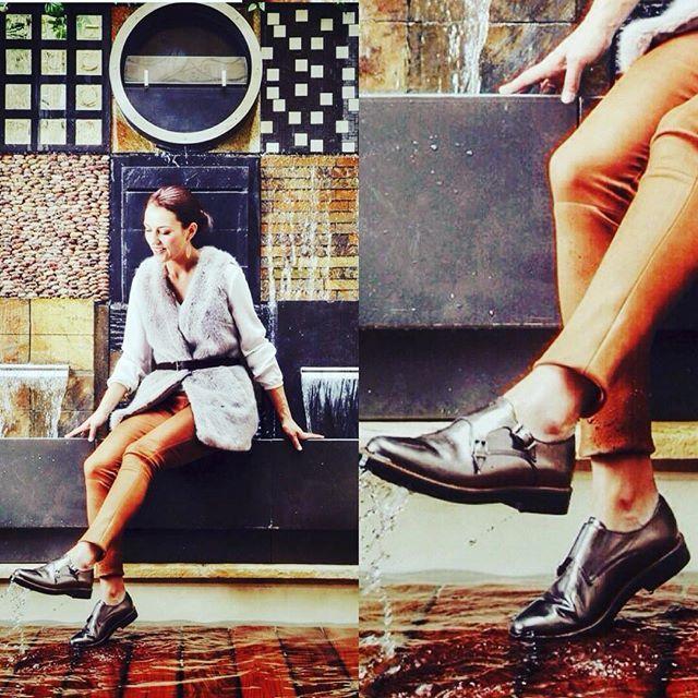 Elle s'appelle #EMILIE jolie !  Tellement jolie qu'elle est rupture pour le moment, mais rendez vous sur le eshop #murattiparis pour voir toute ses copines #derby #argent #silver #boucle #cuir #fauxfur #décoration #piscine #pantalon #fashion #instafashion #fashionista #eshop #look #style #mylook #shoes #shoeslover #murattifashion #murattiparis #tagsforlike #like #shooting #shopping #model #anna #picoftheday http://muratti-paris.com