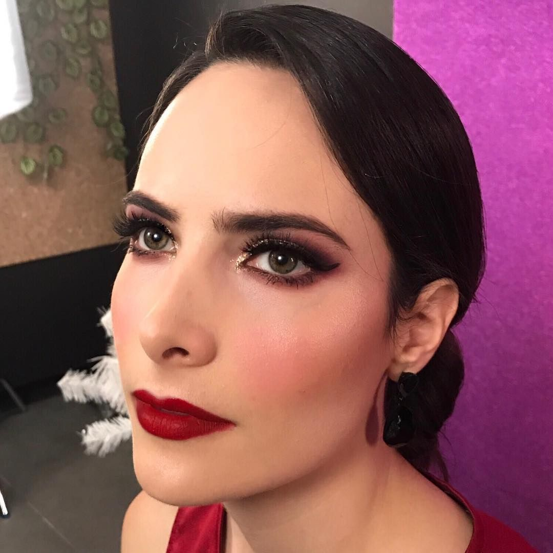 Holiday look 🎅🏻 #makeup #makeupartist #lovemakeup #makeupporn #makeupmafia #makeupartistsworldwide #makeupguru  #makeupartistlife  #eyemakeup #makeupart #brows #lashes #instamakeup #motd #ilovemakeup #makeupinspiration #maquilladora #lizvilchez #lizvilchezstudio #spgg #artistsworking #maquilladoraprofesional #mty #monterrey #bblogger #mua #Makeupaddict #holidaylook #holidaymakeup #sallybeauty