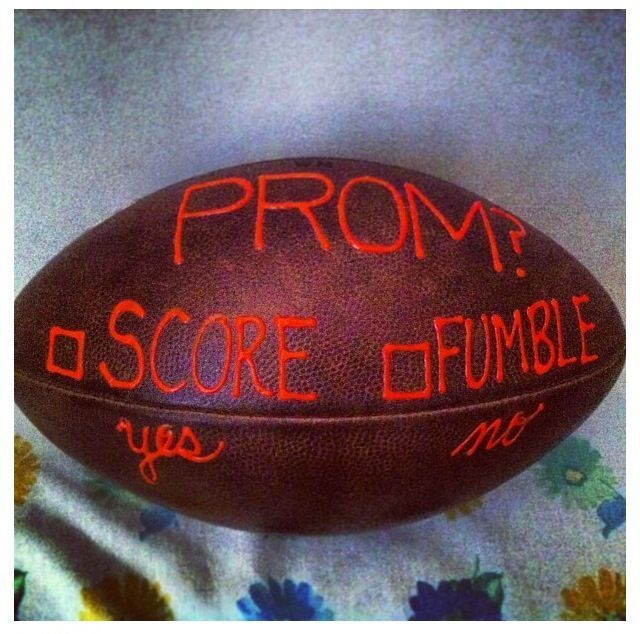 Football invite. Perfect for homecoming. #singleprompictures #hocoproposals