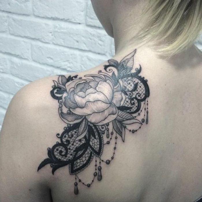 1001 id es de tatouage dentelle impressionnant tatouage fleur epaule et ornement - Tatouage femme omoplate ...