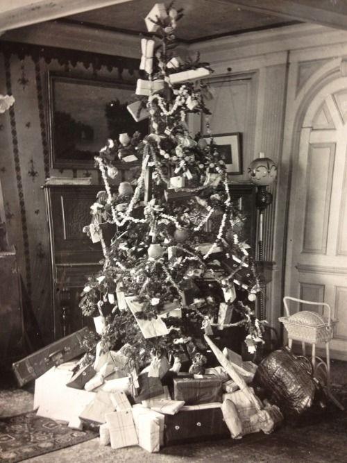 The Upton Christmas Tree, circa 1904 Salem On timesgonebyblog