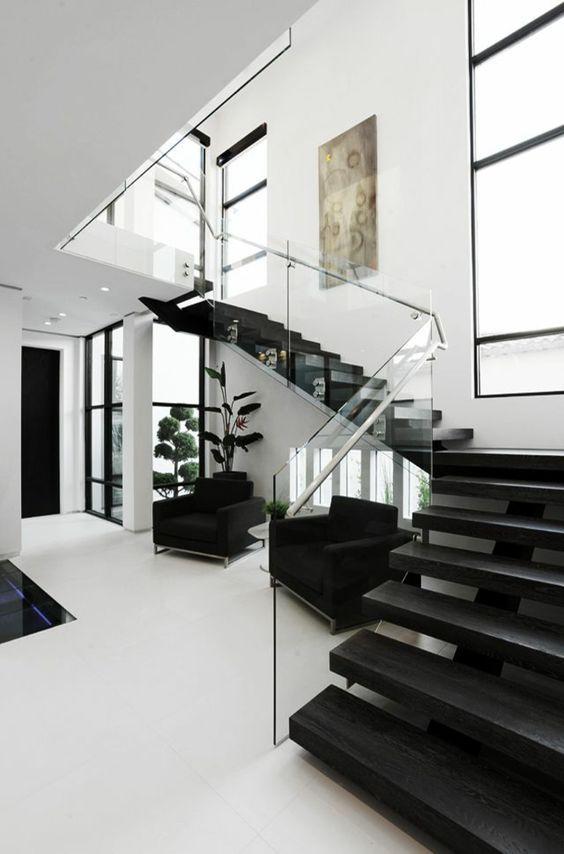design maison de luxe, rampe d\'escalier en verre, transparente ...