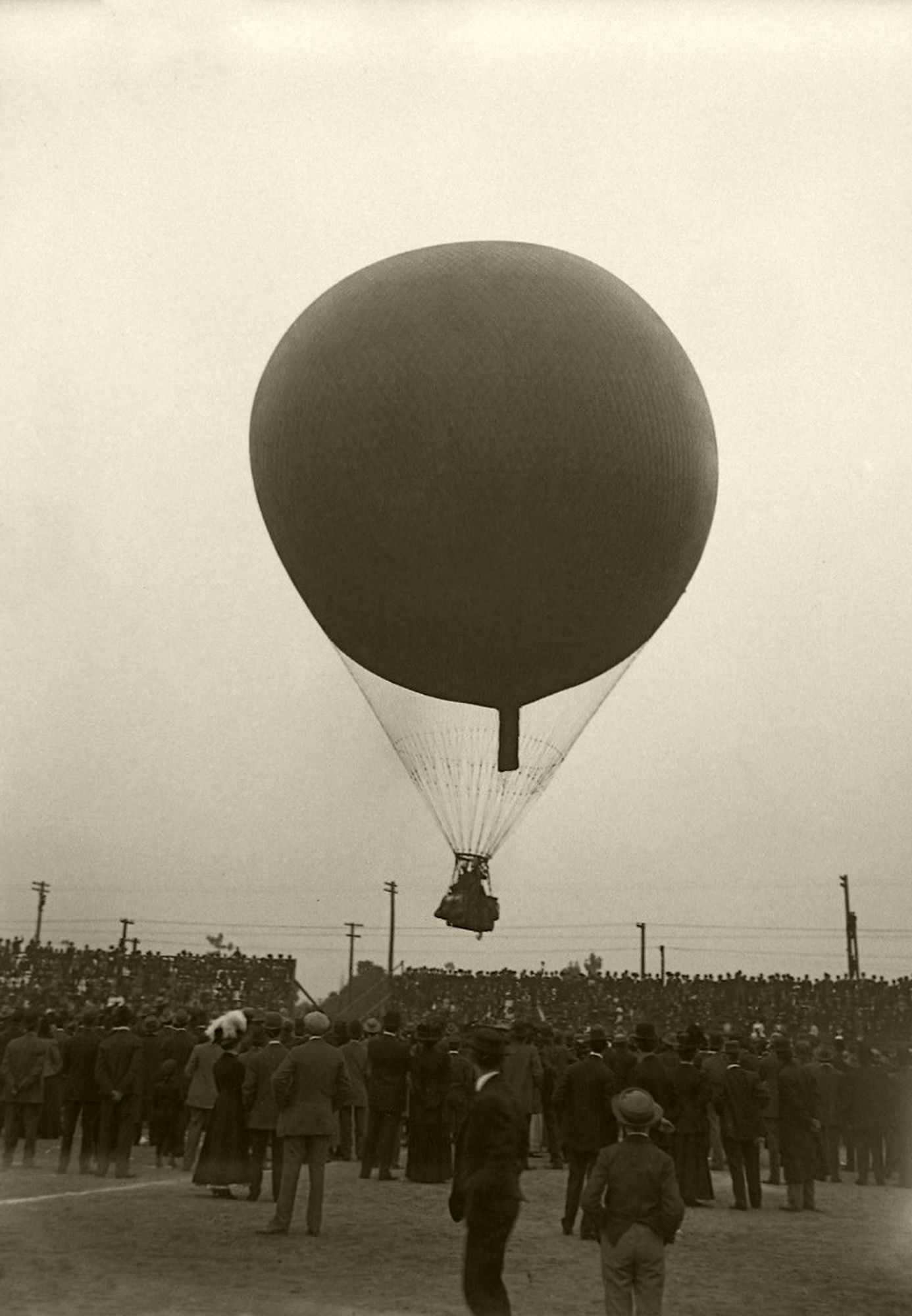 A hot air balloon in flight at the 1910 Los Angeles