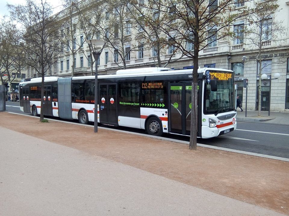 bus articul iveco urbanway cursor 18 r seau tcl lyon ville de lyon pinterest bus. Black Bedroom Furniture Sets. Home Design Ideas