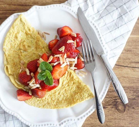 Tout est bon avec des fraises <3 #fraichementpresse #repost : @misspapila #morning #mtlblogger #fraises #yummy #breakfast #crepes #pancakes #foodielife #foodie #foodiepics #foodgasm #igfoodie #instagood #foodstagram #instafoodie #foodiegram #mtlblogger #eatmtl #mtlfoodie #foodblogger