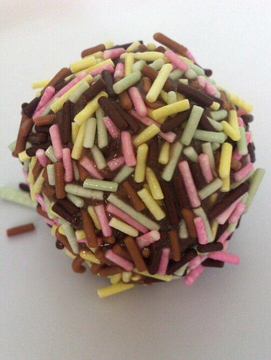Brigadeiro de chocolate suíço, granulado baby