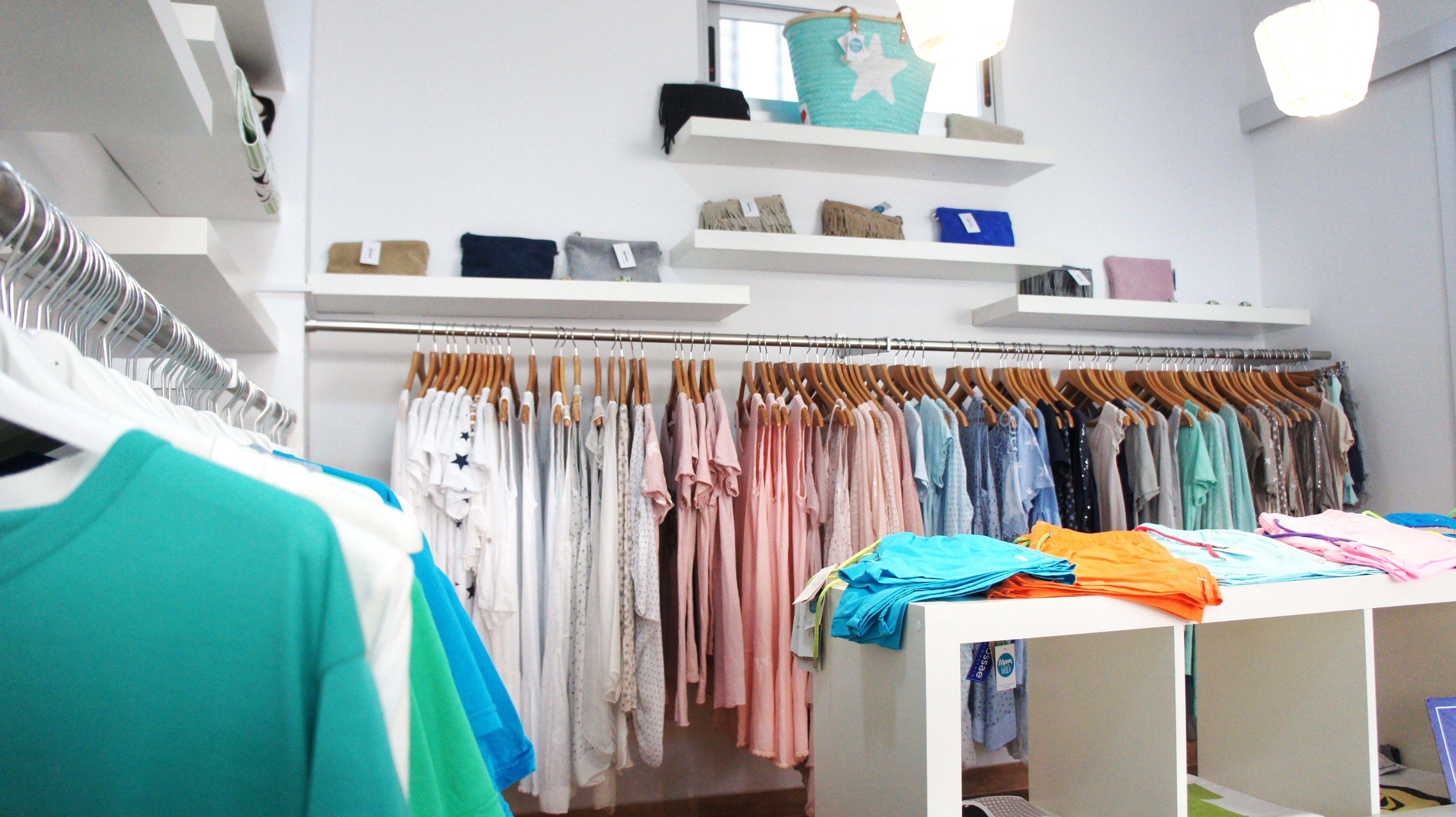 e0f9c348561 Tienda de ropa y complementos en la playa by Nuvart