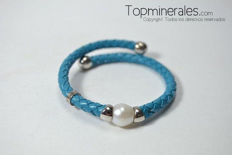 #Pulsera de cuero con plata y #perla azul