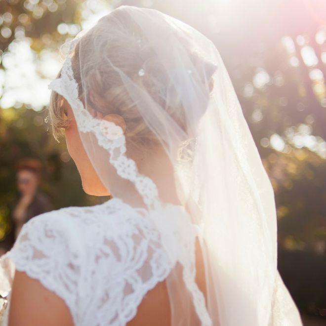 Come mettere il velo: le acconciature da sposa per valorizzarlo al meglio
