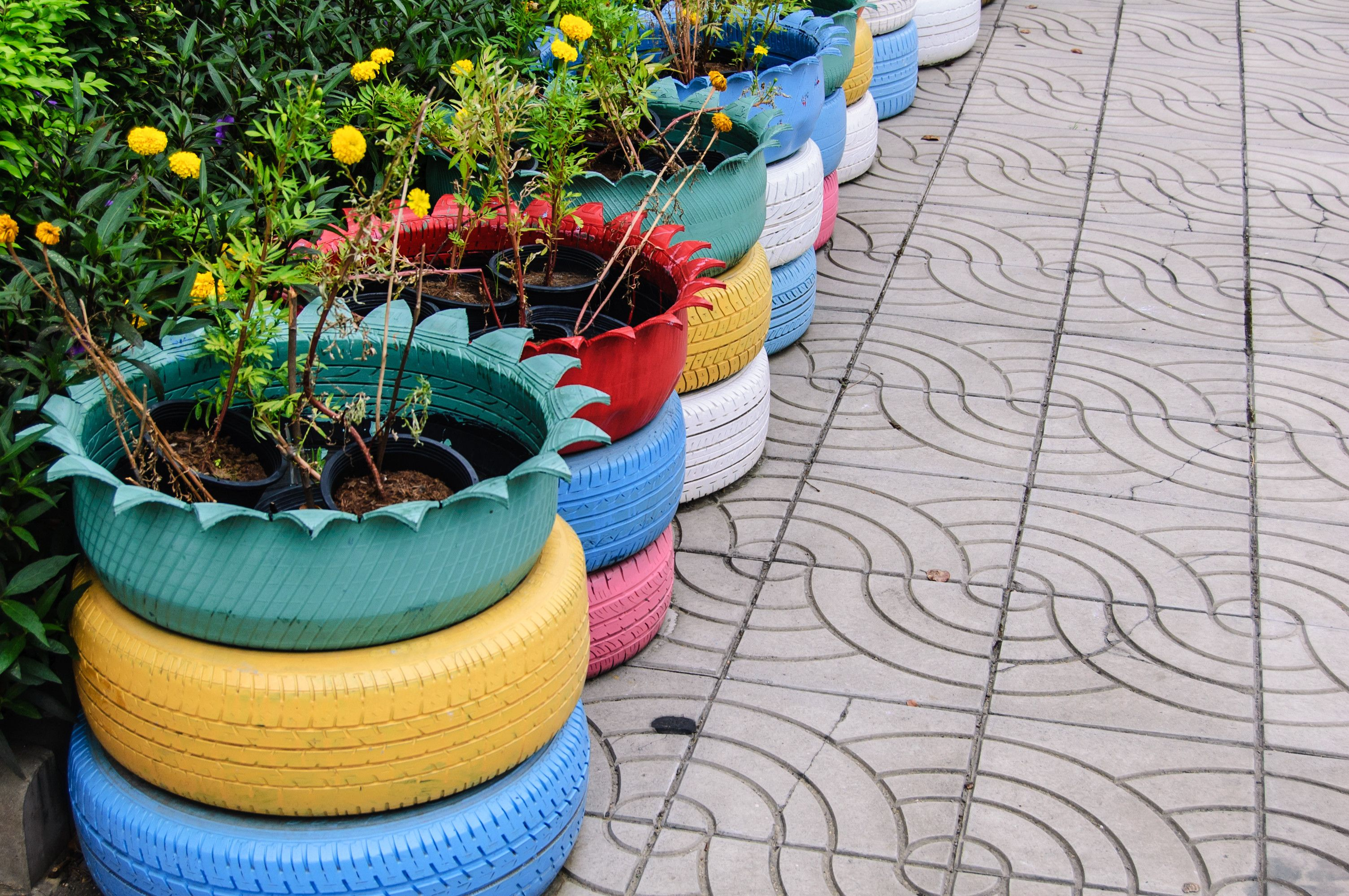 Pot De Fleur Avec Des Pneus tuto : fabriquer des jardini�res avec des vieux pneus