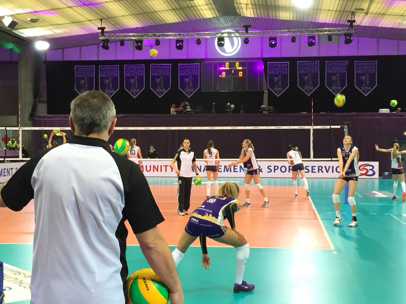 Volerozuerich Playing In The Cev Championsleague In Zurich Volleyball Sport Sports Volleyball Champions League