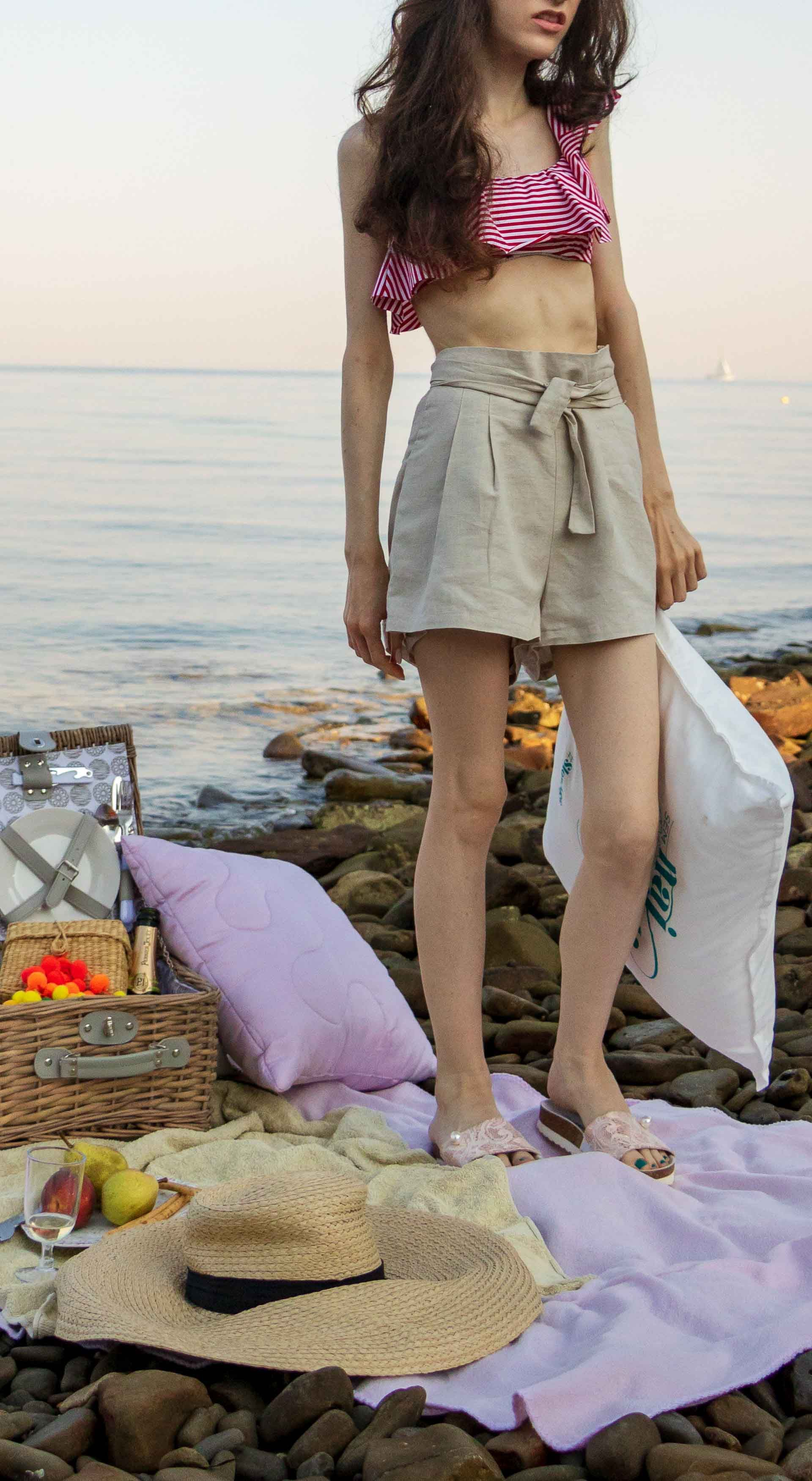 This is What to Wear for a Beach Picnic | Brunette from ...