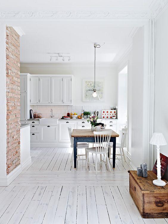 Pin By Zoe Naomi On Wnętrza Stylish Kitchen Minimalism Interior Brick Wall Kitchen