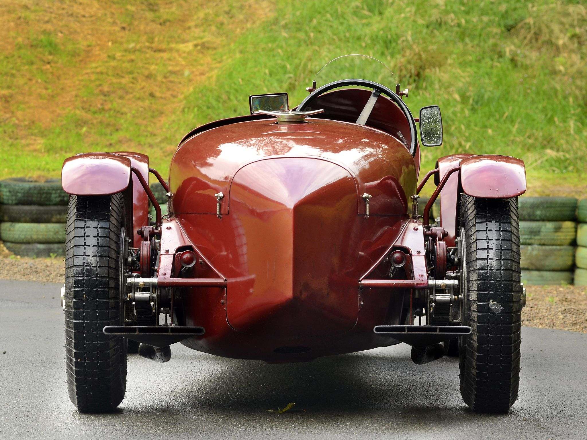 1929 Maserati Tipo V-4 racing Car - rear view (With images) | Maserati, Racing wheel, Cars