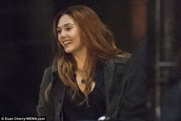New Elizabeth Olsen And Her Stunt Double On The Set Of Avengers Infinity War Elizabeth Olsen Scarlet Witch Elizabeth Olsen Film Elizabeth Olsen