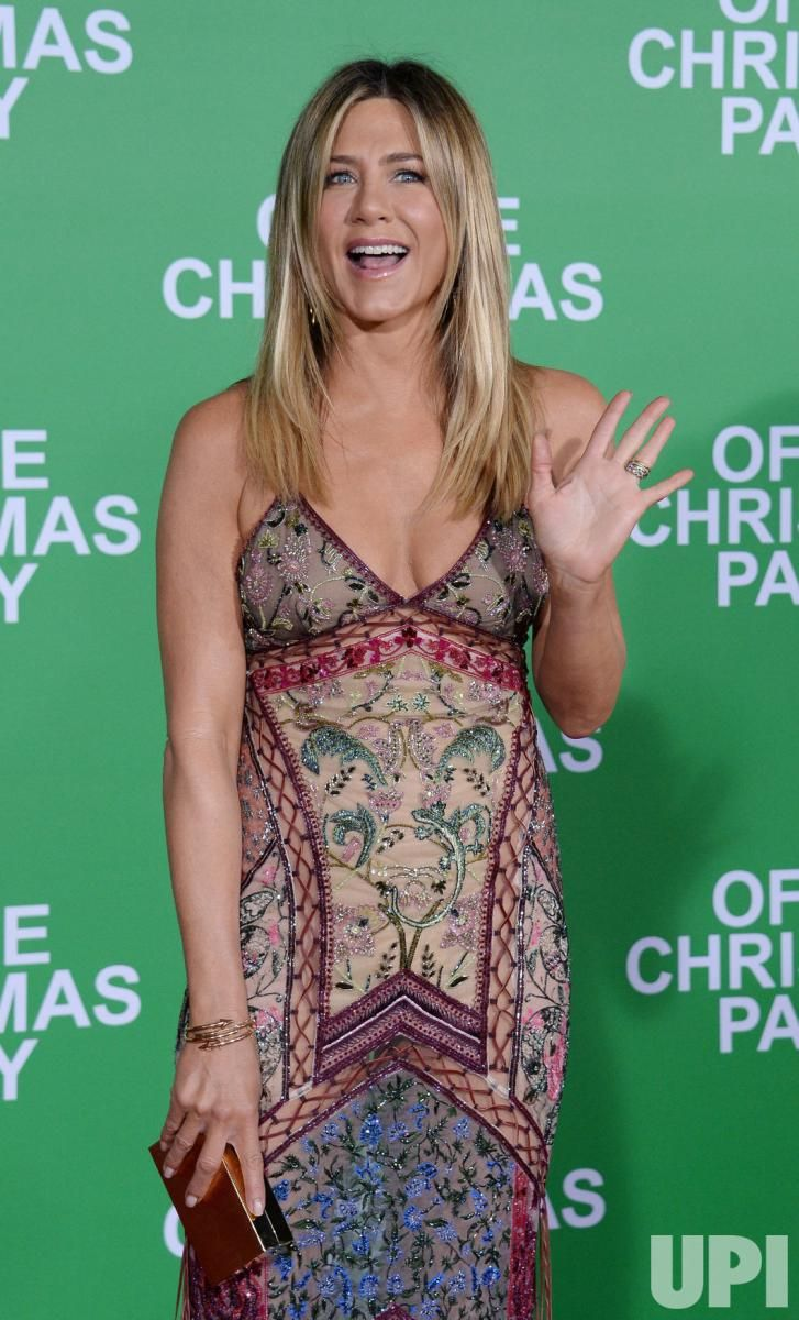 Jennifer Aniston and Olivia Munn, who star in the holiday comedy {i ...
