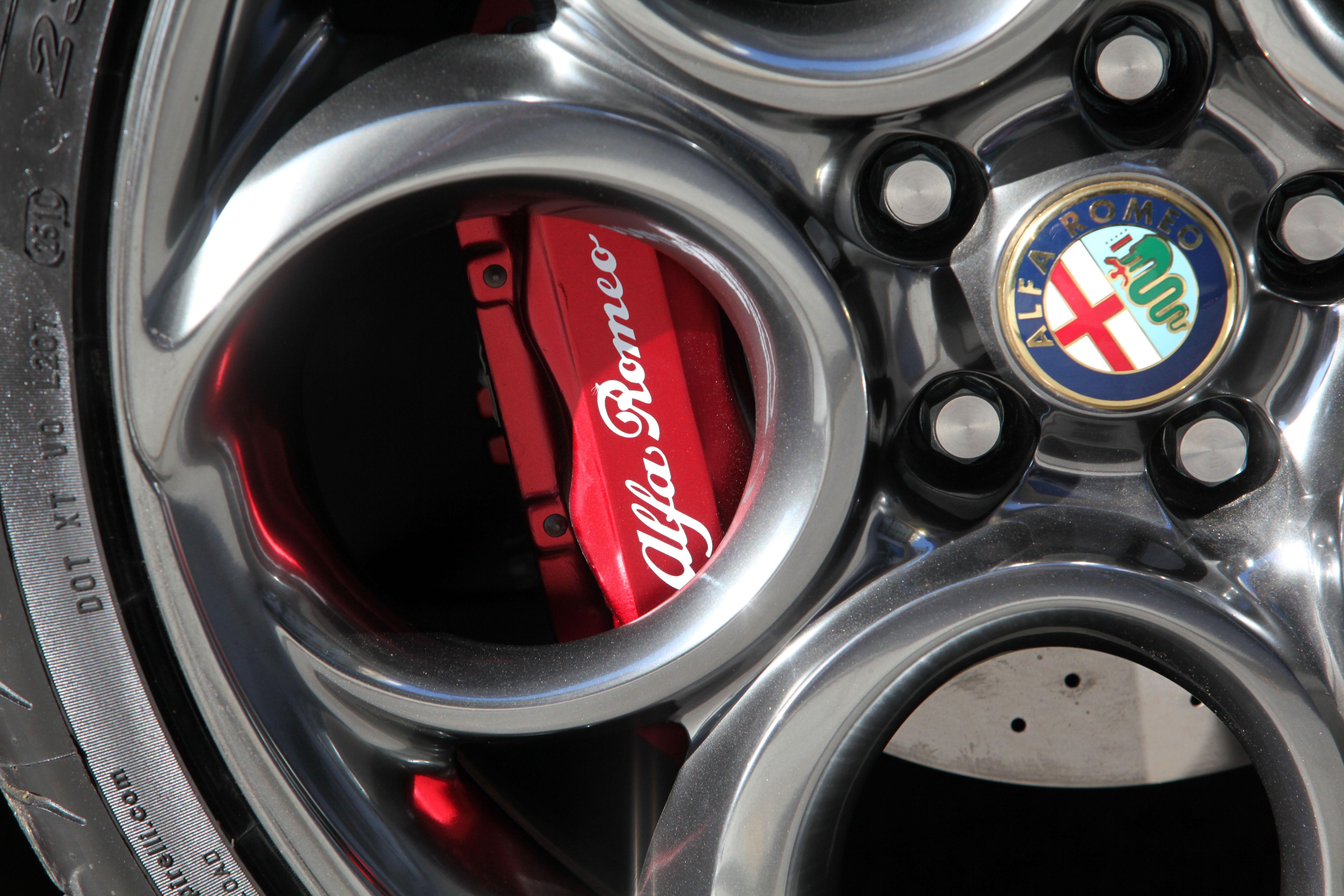 Alfaromeo4c Alfa Romeo France Pinterest Cars Wheels And Car Magnesium