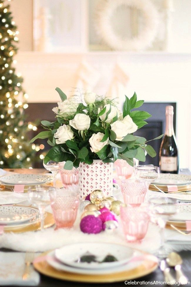 This white \u0026 pink Christmas table setting is perfect for celebrating the season with a girls & White \u0026 Pink Christmas Table Setting | Christmas table settings ...