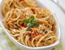 Spaghetti con paprika e cipollotti