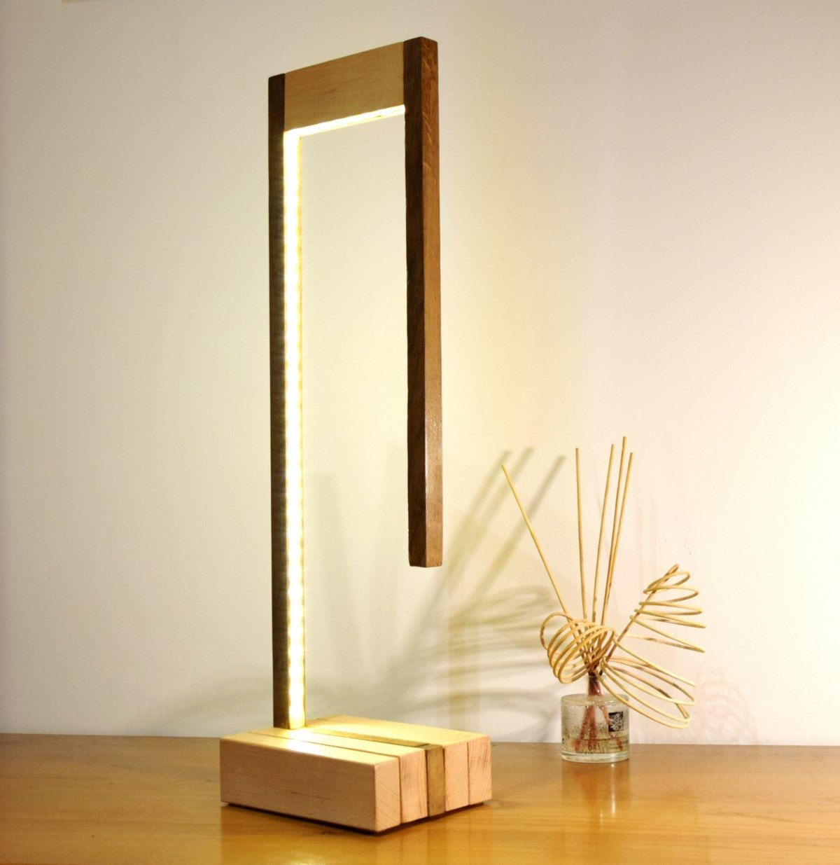 Wuturo Lamp In Natural Beech And Tinted Oak Lampe Bois Design Lampe Bois Luminaire Bois
