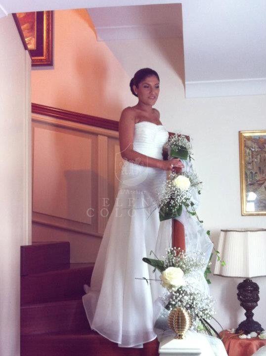 5700a75bcb3b Emozioni del matrimonio. La gioia della sposa  ecco è arrivato il momento di  indossare l abito da sposa.