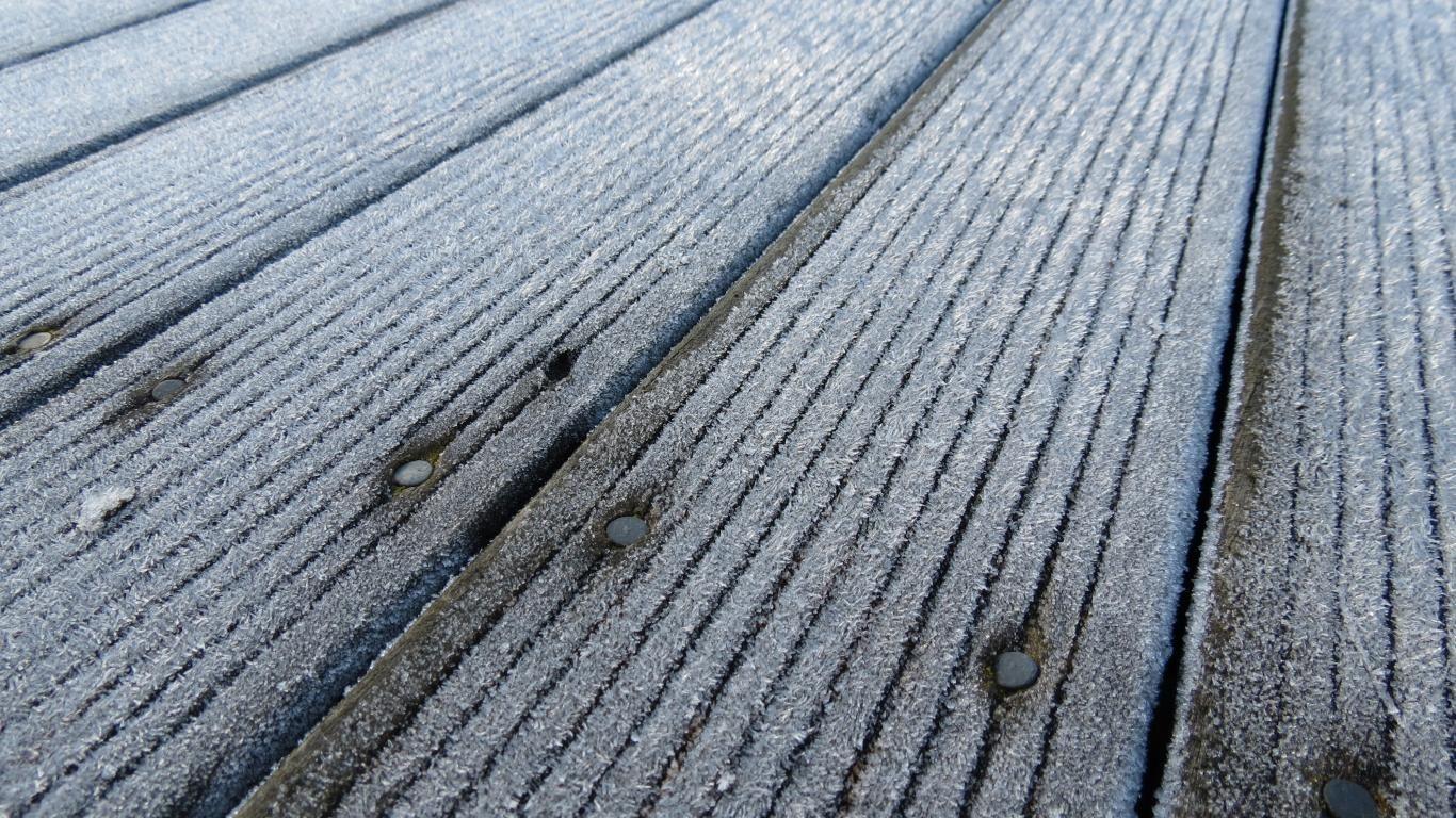 ice-white-wood-frozen-brown-frost-nails-deck-1366x768-41769.jpg (1366×768)