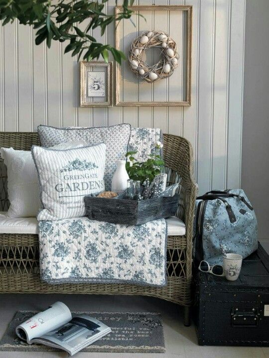 So ME, wicker seating