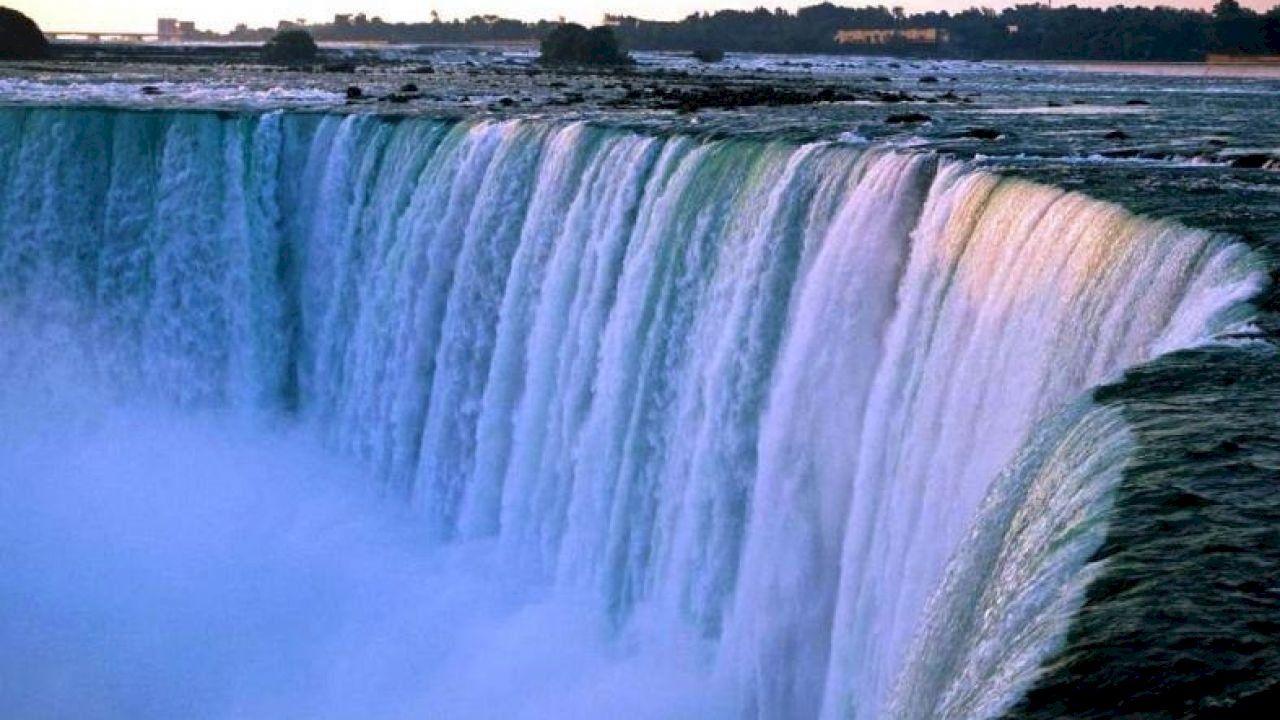 أين توجد شلالات نياجرا Niagara Falls Tourist Attractions In America Waterfall