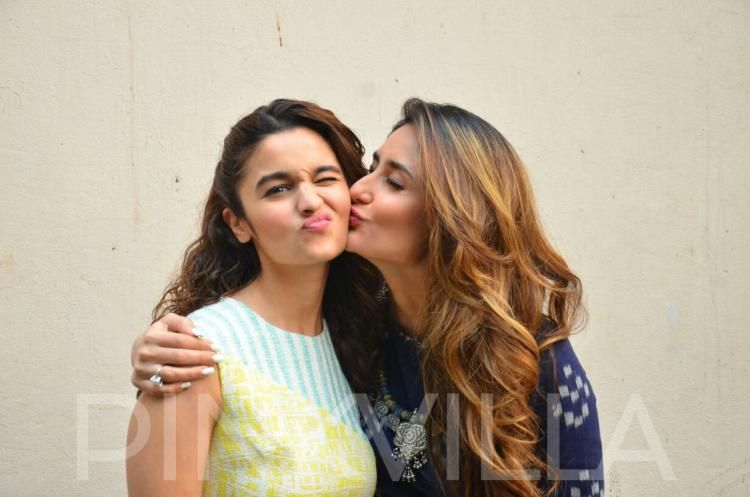 Muah Moment This Picture Of Kareena Kissing Alia Is The Best