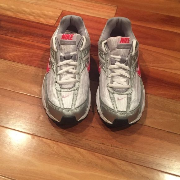 Excellent condition Nike tennis shoes In excellent condition Nike tennis shoes. Worn only twice still like new. Women's size  6. Normal wears on soles but outer appearance is good. ❌No trades or modeling. Reasonable offers always welcome. Thank you‼️ Nike Shoes Sneakers