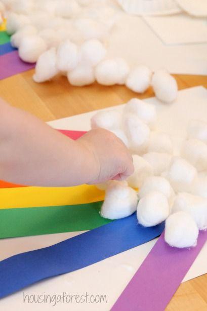 Paper Plate Rainbow ~ Simple Spring Preschool craft // Arcoiris con plato desechable
