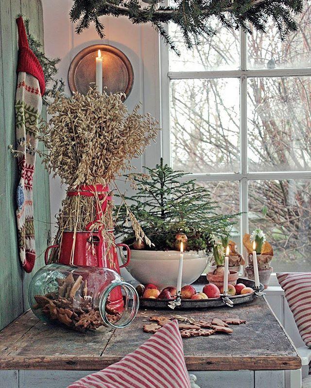 Bilde fra dagens innlegg på bloggen med inspirasjon til julensdekorasjoner og pepperkakebaking... Fin kveld der ute   #christmasdecorations #rusticchristmas #jul