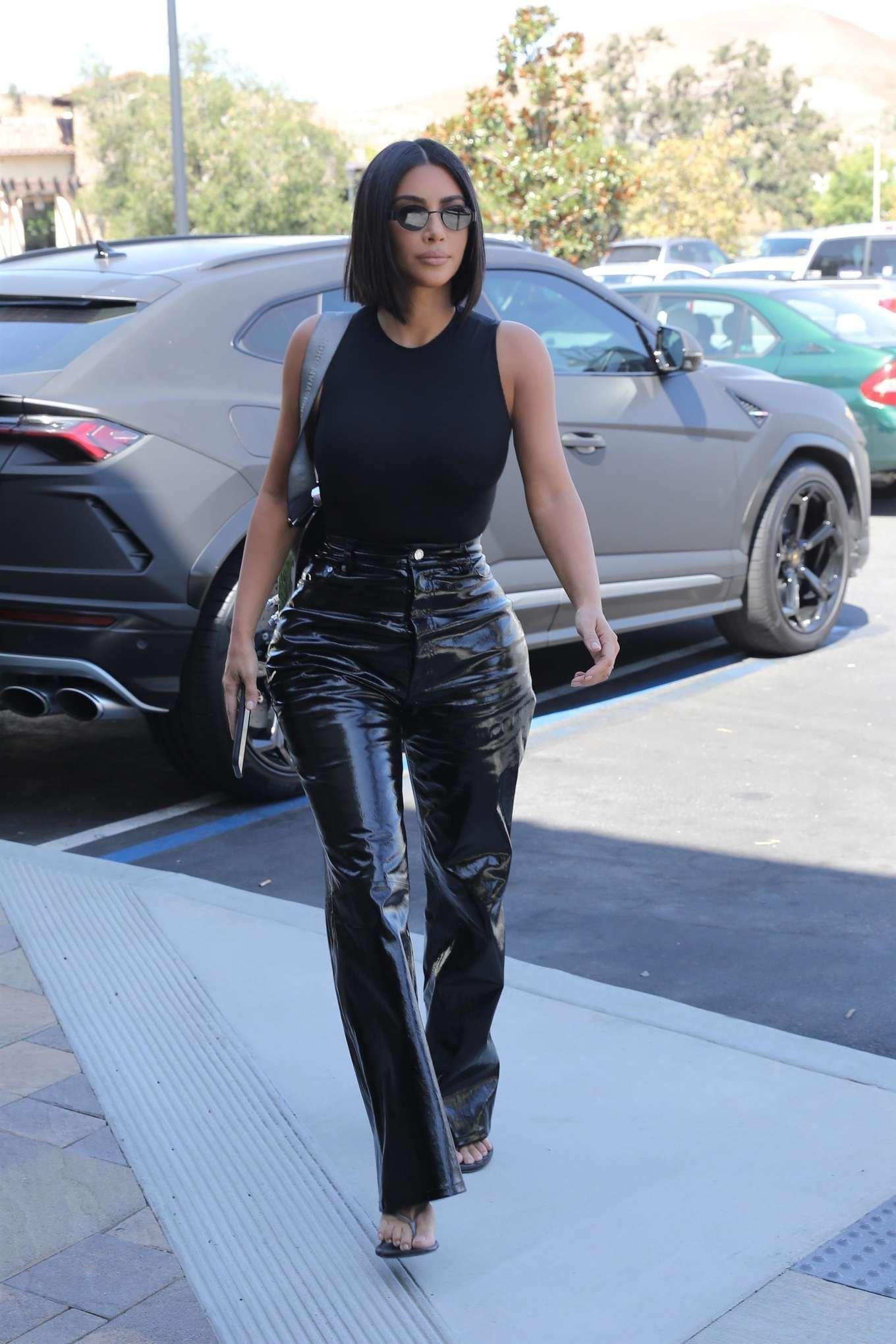 Photos : Kim Kardashian – Grabbing breakfast in Calabasas