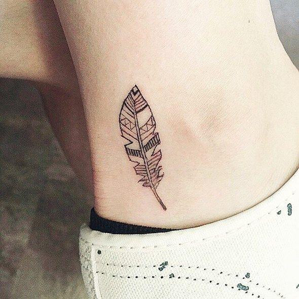 Pin By Sergio Barrios Sahonero On Tattoos Tatuajes Feather Tattoo Ankle Small Feather Tattoo Feather Tattoos