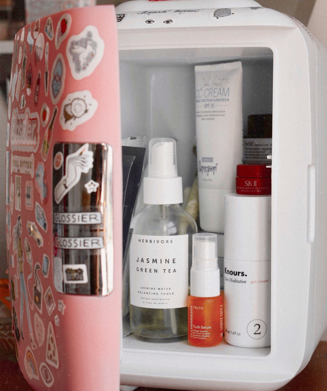 This Mini Skincare Fridge By Cooluli On Theglossarray Is Perfect To Keep Skincare Cool It Helps Depuff The Skin Soo Makeup Skin Care Skin Care Body Skin Care