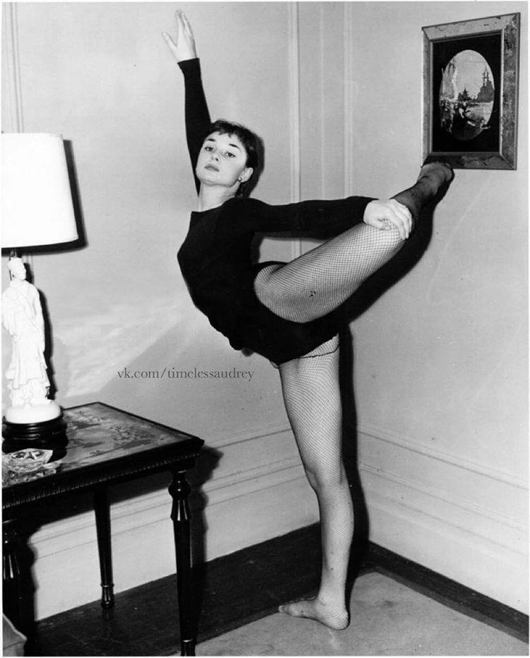 Audrey Hepburn photographed ballet practice1951 bill avery