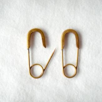 really want to make my own version of safety pin earrings.