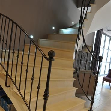 escalier avec main courante en fer forg projets essayer pinterest house. Black Bedroom Furniture Sets. Home Design Ideas