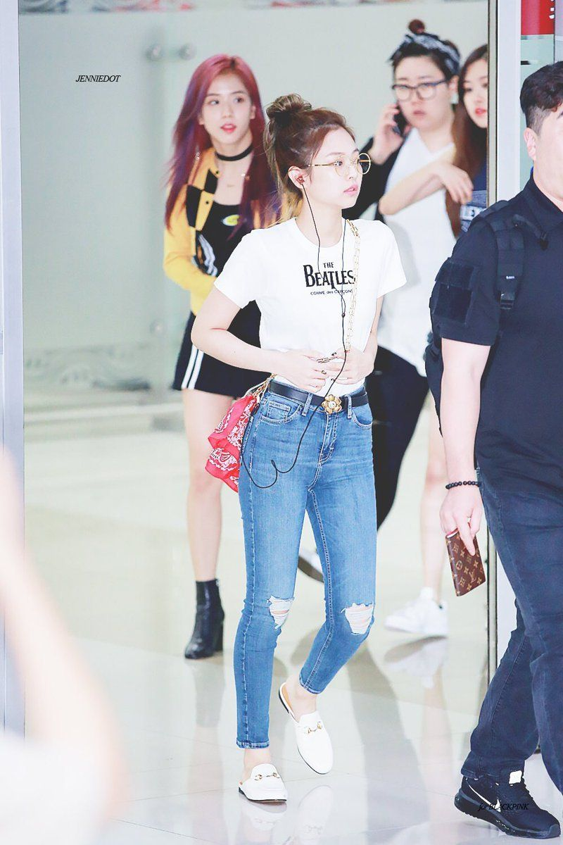 817ec2b7e7 Blackpink Jennie  White tee and ripped jeans
