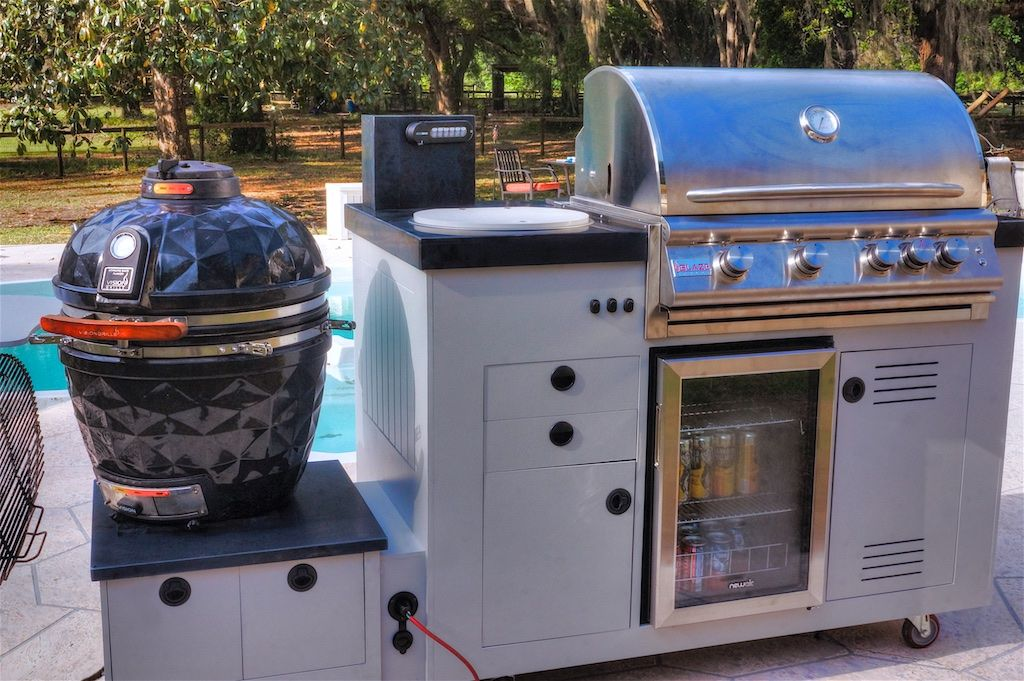 Mobile 48 Modular Outdoor Kitchen By Custom Tech 84 Can Beverage Cooler Sidebar Beverage Dispensing S Ceramic Grill Modular Outdoor Kitchens Outdoor Kitchen