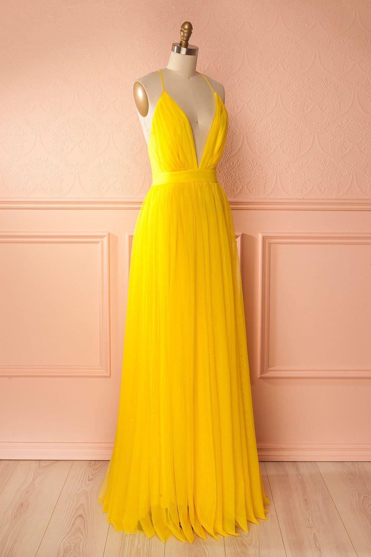 3f05caad0d6 Yellow mesh maxi dress with plunging neckline and open back - Robe en filet jaune  avec décolleté plongeant et dos ouvert