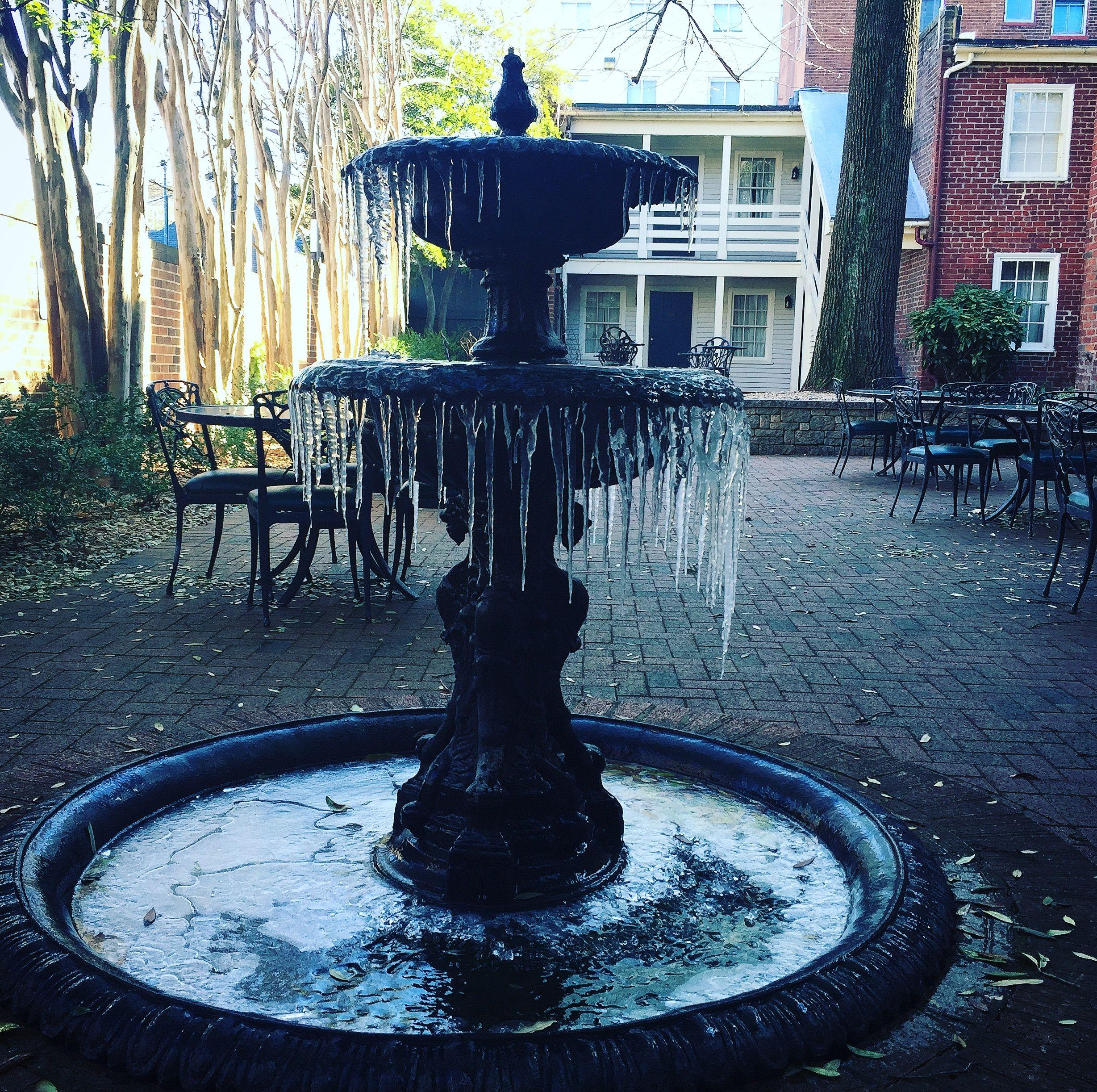 Frozen Fountain In Linden Row Inn S Garden Courtyard Richmond Hotel Historic Hotels Fountain