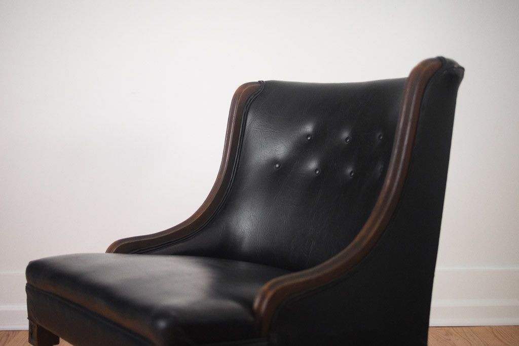 We Have A Really Nice Set Of Vintage Tufted Chairs With Carved Wood Frames  In The