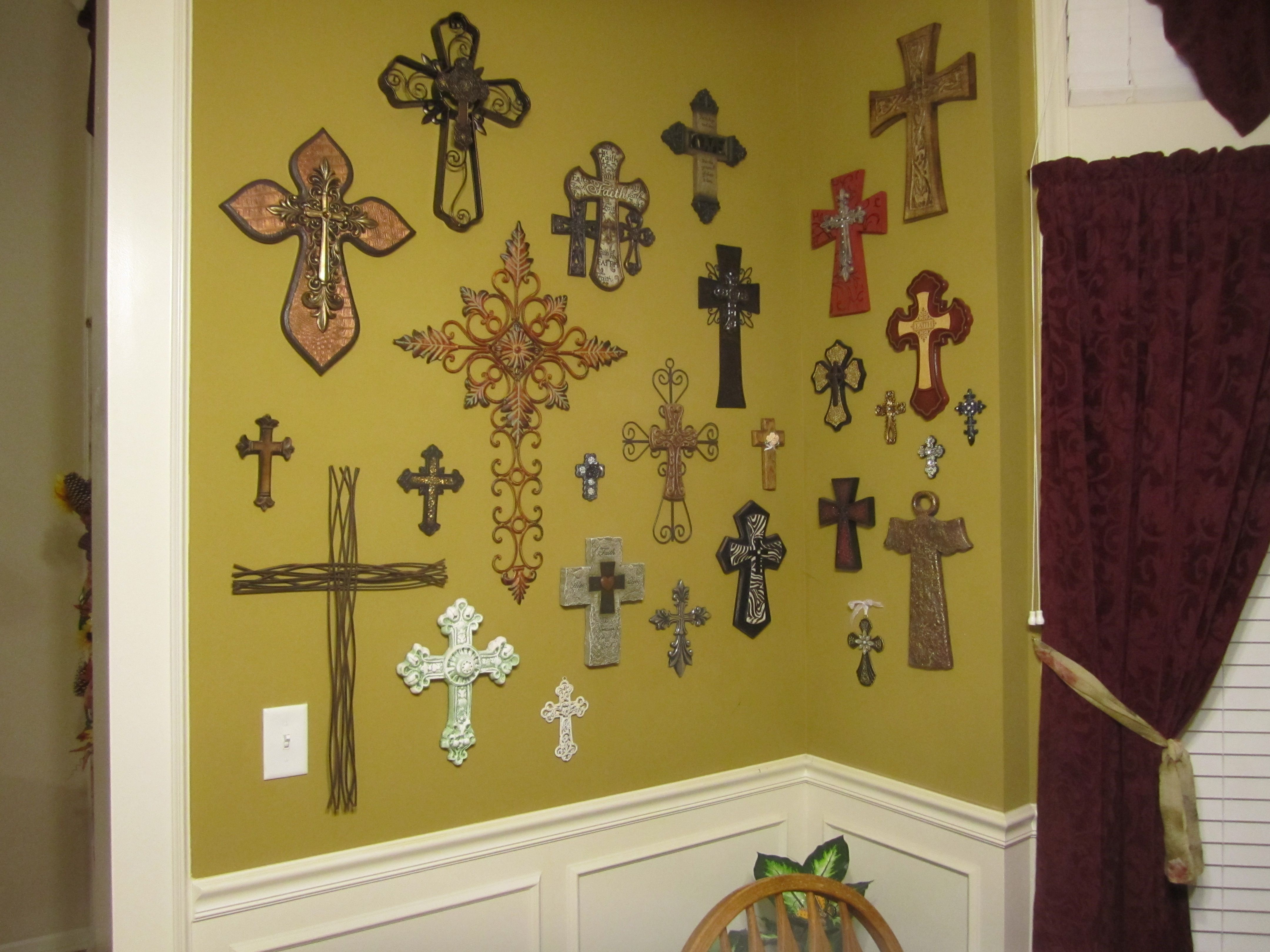 I love crosses so I decorated my Dining Room with them. Beautiful ...