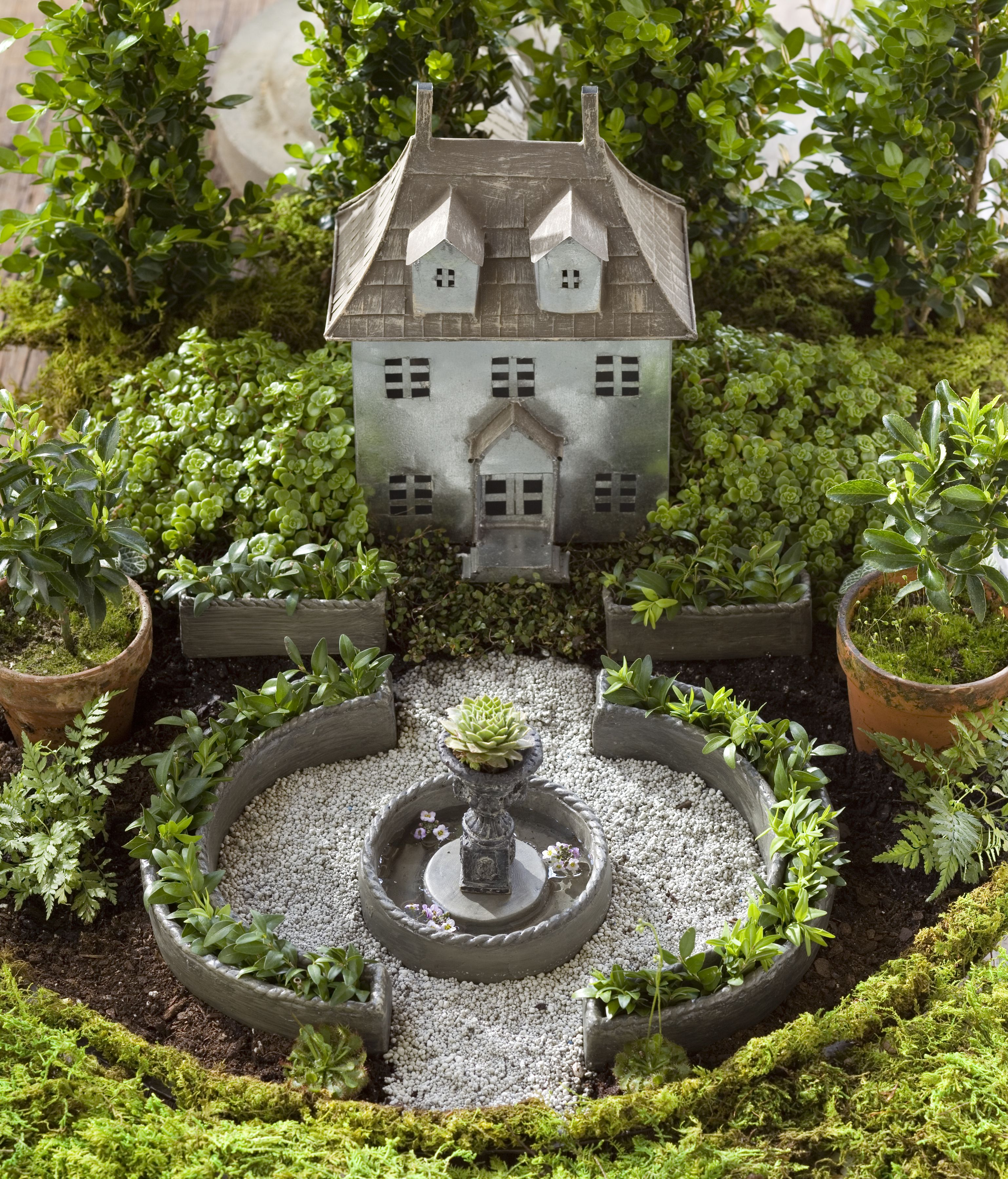 jeremie | mini garden classic kit with chalet, 5 planters and urn